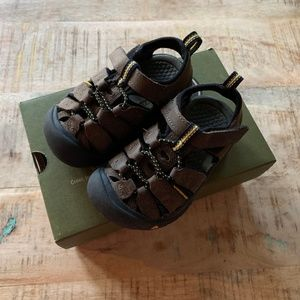 NWT Keen Newport Premium Brown Black Sandals S 8